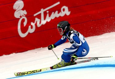 epa00908874 Denise Karbon of Italy is on her way to place third in the women's Alpine skiing World Cup Giant Slalom race in Cortina d'Ampezzo, Italy, Sunday 21 January 2007. Italian Karen Putzer won the race. ANSA/EPA/CLAUDIO ONORATI - DRN
